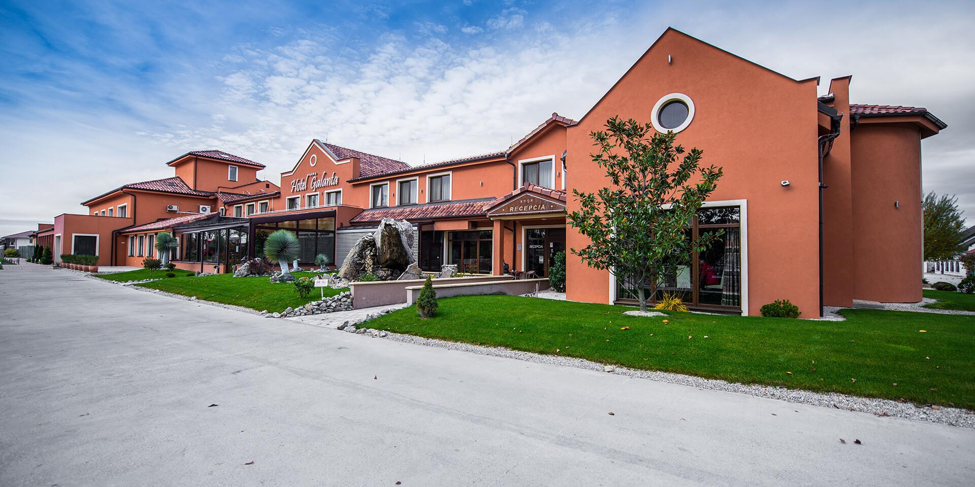 Spoznajte Podunajskú nížinu s ubytovaním v obľúbenom hoteli Galanta**** s polpenziou