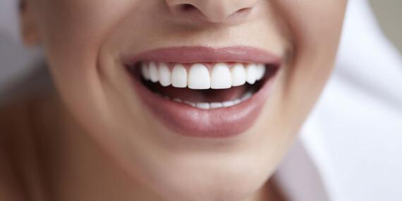 Prírodný prášok na bielenie zubov s aktívnym kokosovým uhlím/Slovensko