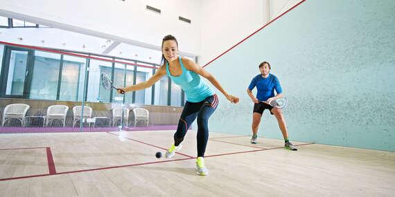 Jednorazový vstup alebo 5-vstupová permanentka na squash s 50 % zľavou do wellness v Hoteli Devín/Bratislava - Staré Mesto