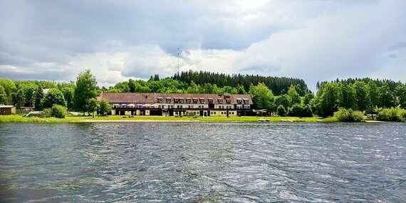 Odpočinková dovolená na břehu Lipenského jezera v hotelu Jestřábí se snídaní či polopenzí/Černá v Pošumaví