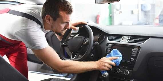 Kompletní čištění a tepování interiéru vozu včetně oken a ošetření vnitřních plastů/Praha 9