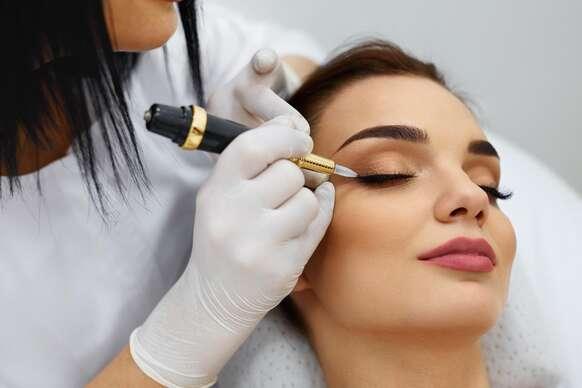 Permanentný makeup, nanoblading obočia, tetovanie obočia metódou mircoblading či so špeciálnou NANO ihlou - tieňované obočie alebo krásne pery