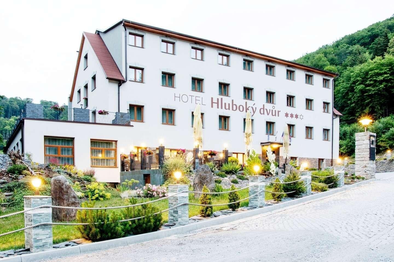 Wellness hotel Hluboký dvůr***+ s neobmedzeným vstupom do wellness a saunového sveta