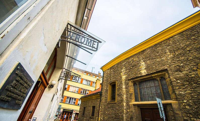 Dovolenka priamo na historickej ulici Prahy pre dvoch s raňajkami