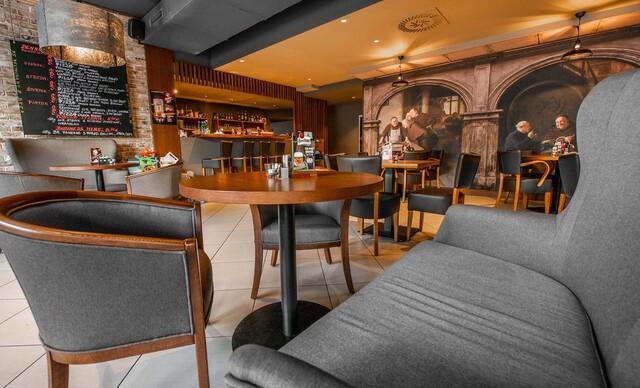 Chrumkavá pizza v 75 Restaurant & Beer v Ružinove.