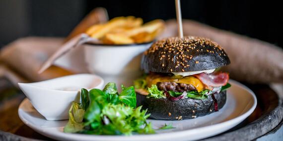 Hovädzí burger s cheddarom priamo v centre mesta / Košice - Staré Mesto