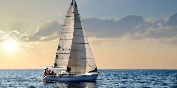 Pronájem jachty na Slapské přehradě s možností přespání až pro 6 osob a služby kapitána/Bohostice