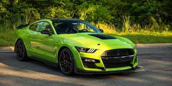 Adrenalinová jízda ve sportovním vozu Mustang GT s možností výběru vlastní trasy/Česká republika
