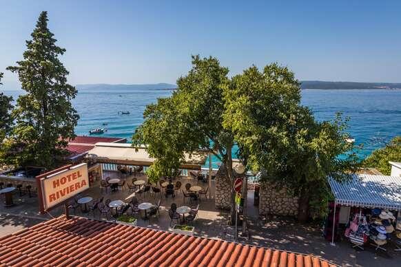 Rodinná dovolenka v letovisku Dramalj len 50 m od mora s ubytovaním v Dependencia Riviera **, 2 deti v cene pobytu