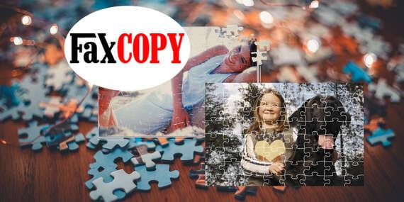 Rodinná zábava pri skladaní puzzle s vašou fotografiou s osobným odberom ZADARMO až v 39 predajniach FaxCOPY/Slovensko