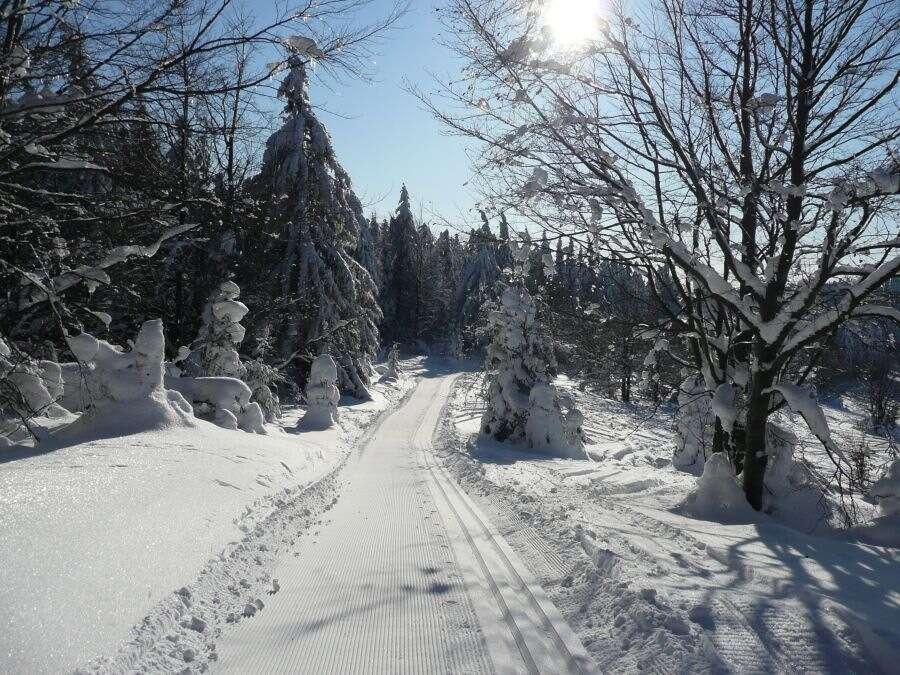 Zima na Kysuciach pri bežkárskej magistrále v Hoteli Husárik**** ...
