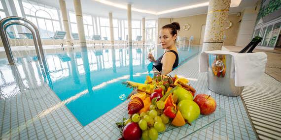 Lázeňské rozmazlování v luxusním wellness hotelu Esplanade Spa & Golf Resort***** se snídaněmi, romantickou večeří, neomezeným využitím bazénu a návštěvou privátních Římských lázní/Mariánské Lázně