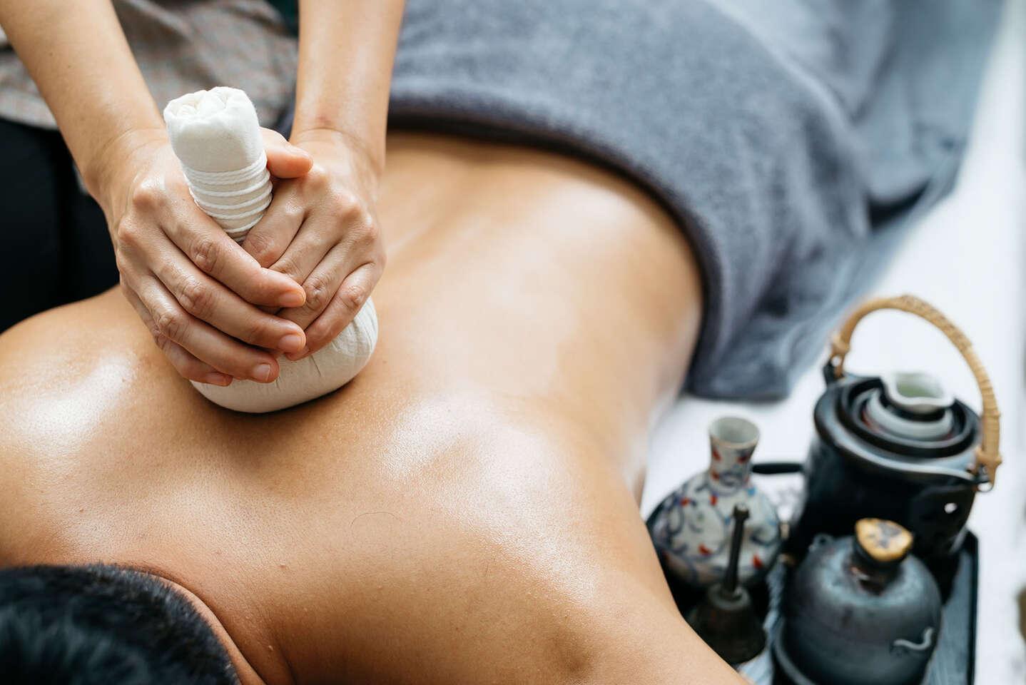 Thajská olejová aromatická masáž v Siam Retreat Thai Massage