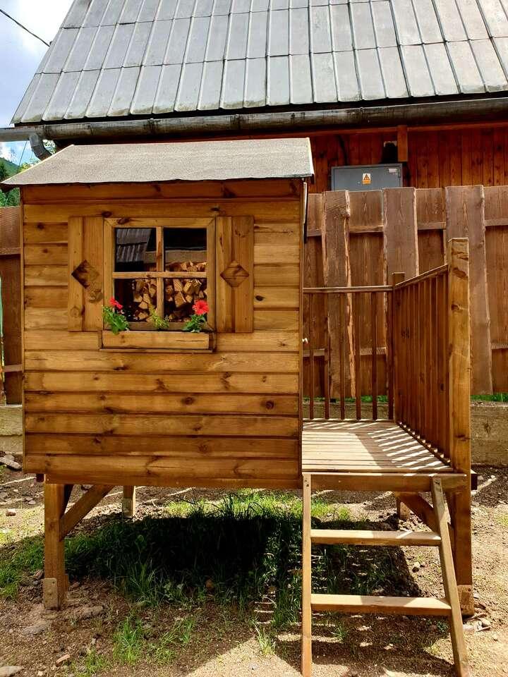 Pôvodná drevenica pre 20 ľudí so súkromnou kaďou a saunou, navy...