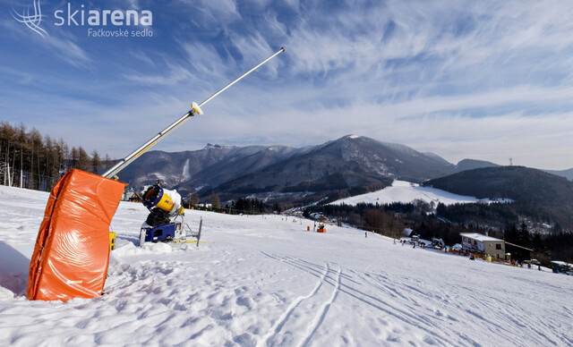 Rodinná lyžovačka na Chate Žiar v Rajeckej Lesnej so skipasom a dieťaťom do 10 rokov zdarma.