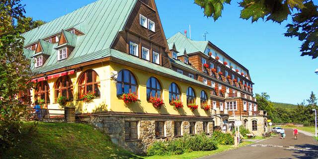 33% Letní túry na Pustevnách s ubytováním v hotelu…