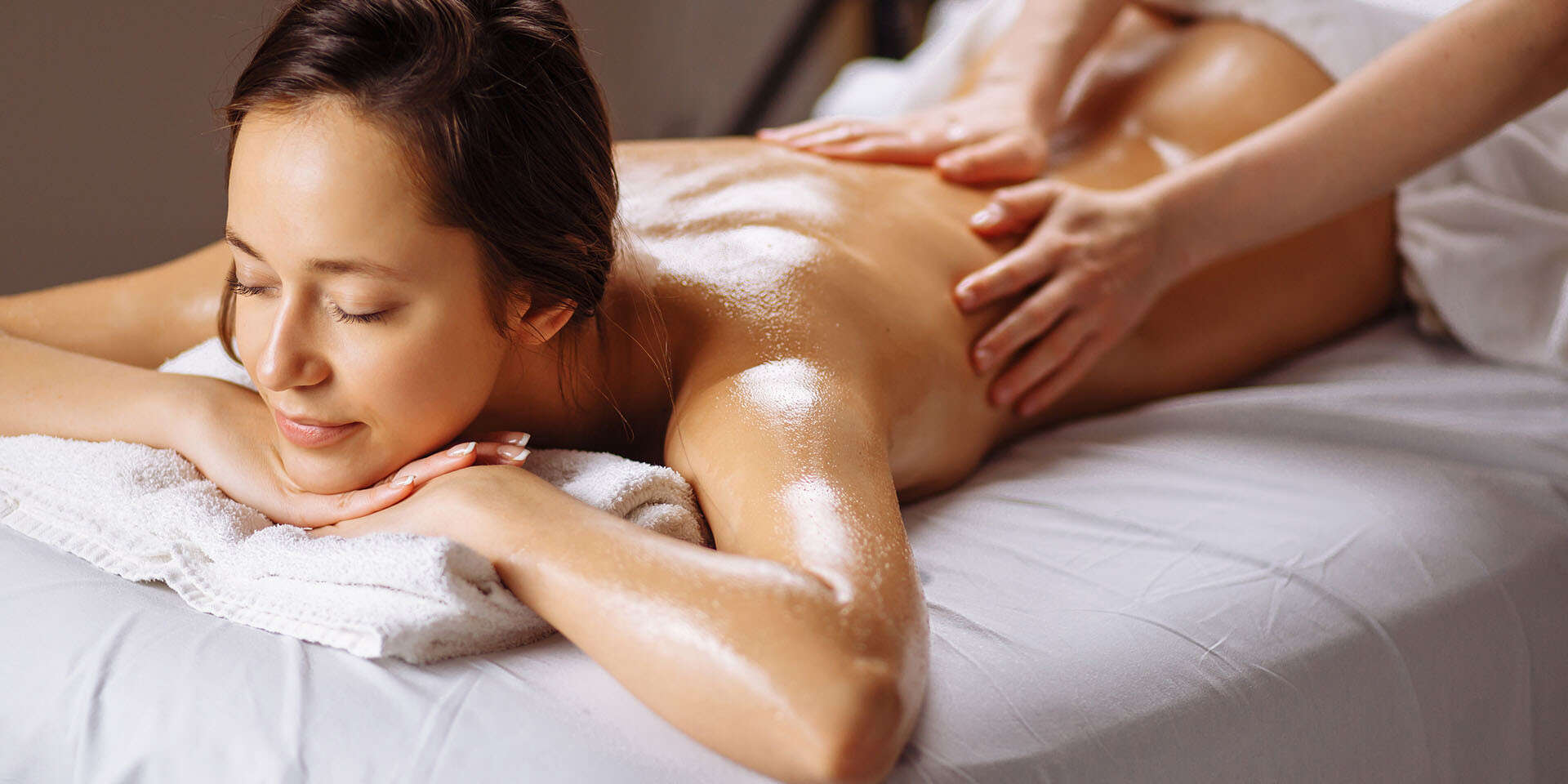Veľký výber masáží: klasická, reflexná, čokoládová, večer...
