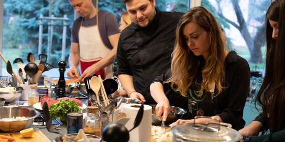 Súkromný kurz varenia pre malú partiu priateľov zážitkovou formou/Bratislava