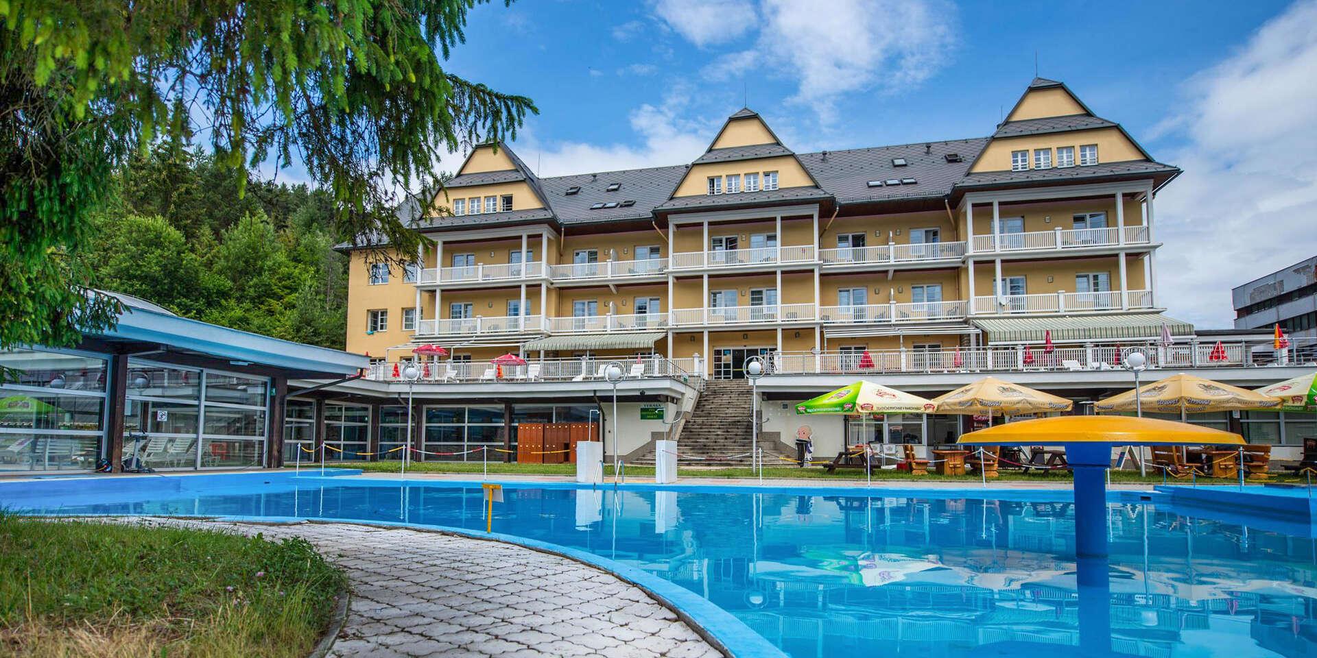 Neobmedzené kúpanie a polpenzia v známom Grand Hoteli Strand**** vo Vyšných Ružbachoch až do apríla 2021