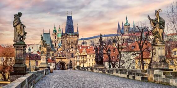 Pražské památky jako na dlani z luxusního hotelu The Golden Wheel Hotel**** na historické Nerudově ulici se snídaní / Praha
