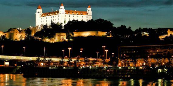 Plavby loďou pre 5 - 12 osôb s občerstvením a nápojom z Bratislavy - až do konca mája 2020/Bratislava - Devín/Čuňovo/Hainburg