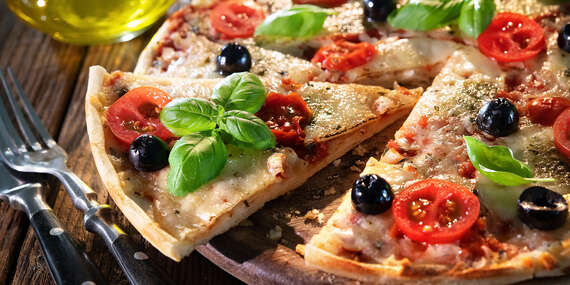 """Pizza alebo šalát pre dvoch s dovozom alebo """"take away"""" v Bratislave / Bratislava – Rača"""