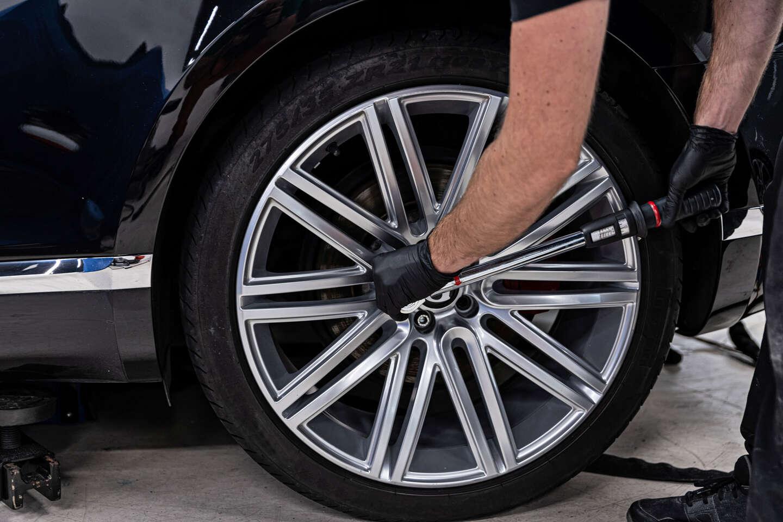 Kompletné prehodenie alebo prezutie pneumatík s vyvážením