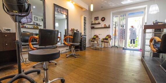 Trojkroková regenerácia, strih alebo farbenie - vlasové balíky v útulnom kaderníctve Senta's beauty salon/Bratislava - Nové Mesto