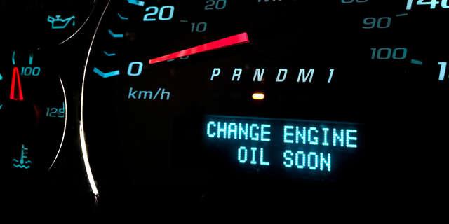 Výmena oleja a olejového filtra.