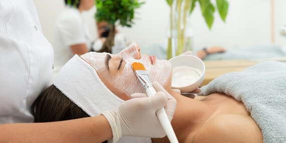Uvoľňujúca masáž tváre, hĺbkové ošetrenie alebo čistenie aknóznej pleti/Nitra