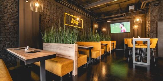 Black burger s domácimi hranolkami a limonádou v petržalskom Konn Coffee & Food Bar/Bratislava - Petržalka