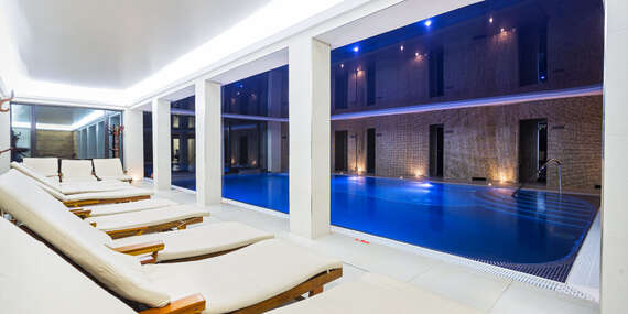 Podzim a zima v luxusním Zámku Lužec Spa & Wellness Resort**** s polopenzí a možností neomezeného wellness/Nová Role - Karlovy Vary