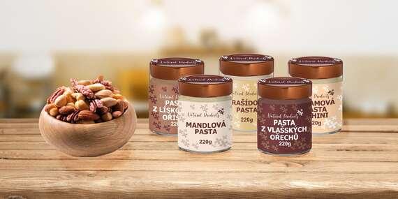 Ořechové pasty v RAW kvalitě s příchutí sezamu, mandlí, arašídů, lískových nebo vlašských ořechů/Česká republika