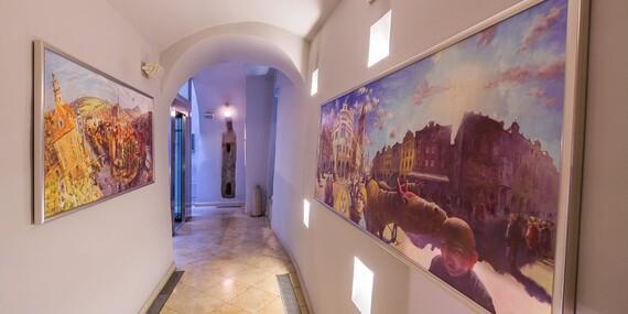 Pražské památky jako na dlani z luxusního hotelu The Golden Wheel Hotel**** na historické Nerudově ulici se snídaní/Praha