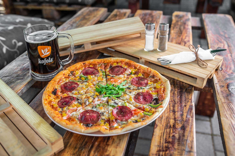 Pizza podľa vlastného výberu a veľké pivo alebo Kofola k tomu v Piváreň Pod Mostom