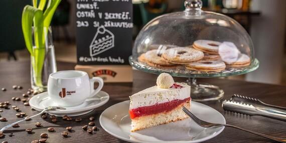 Káva + tortička v rodinnej cukrárni KUUTS na Kollárku / Bratislava – Kollárovo námestie