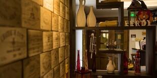 Príjemná reštaurácia s degustačnou večerou a ochutnávkou vín.