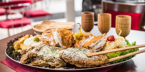 Vyše kilová porcia rezňov pre 4 – 5 osôb alebo 600 g misa rezňov pre dvoch v reštaurácii Rotoska - Slovenské špeciality / Bratislava – Rača