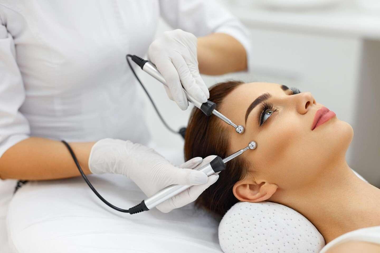 Revolučné ošetrenie Microcurrent 3v1 pre spevnenie pleti a svalstva tváre