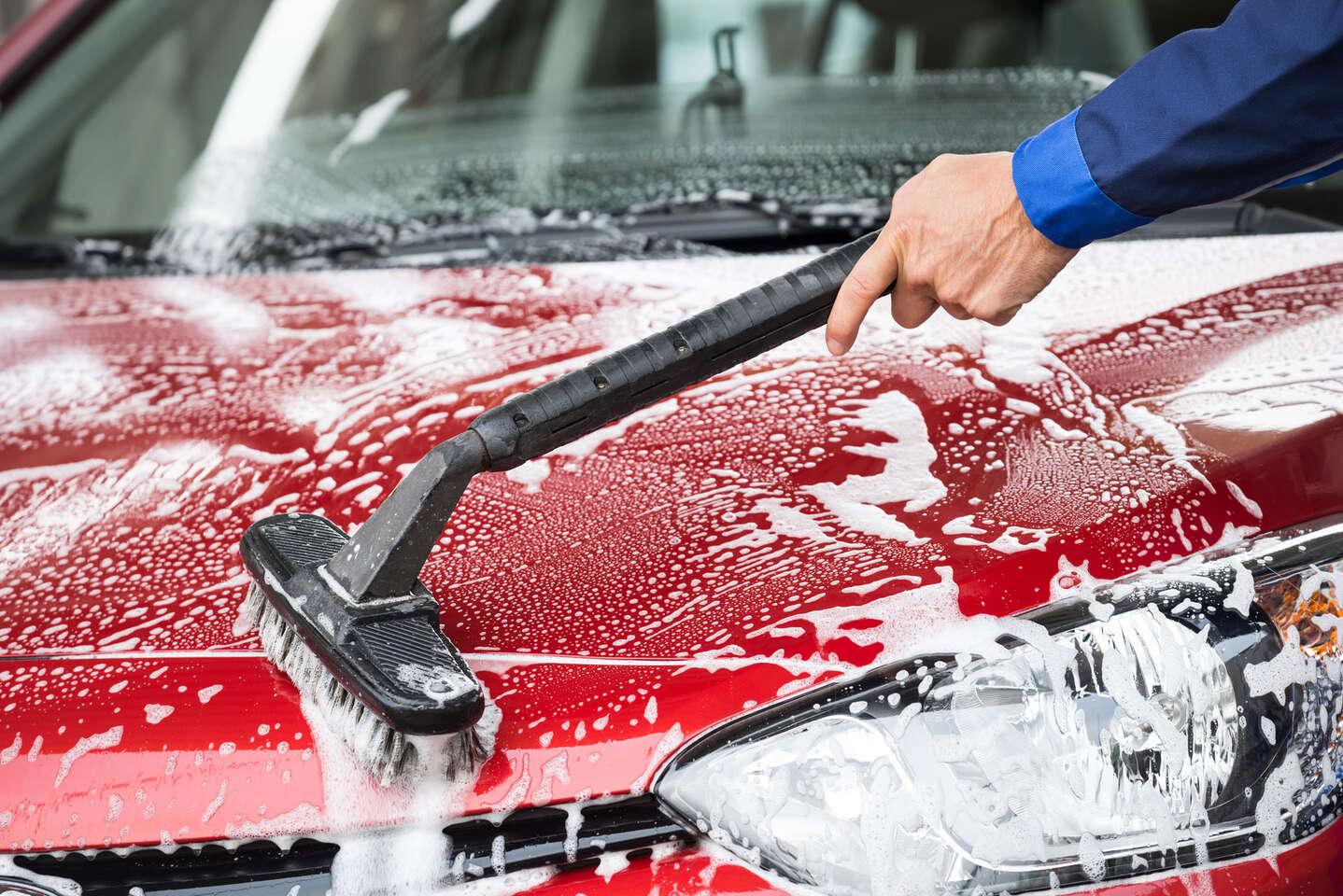 Kompletné ručné umytie auta, tepovanie alebo dezinfekcia ozónom