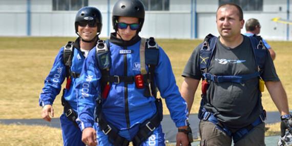 Parašutistický výcvik + odvážny zoskok bez inštruktora z výšky 1200 metrov/AK Trnava, letisko Boleraz