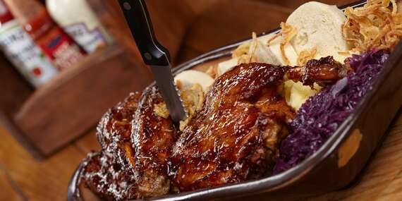 Pečená kachna na medu a víně s knedlíky a zelím až pro 4 osoby v restauraci U Švejka/Praha 10 - Strašnice