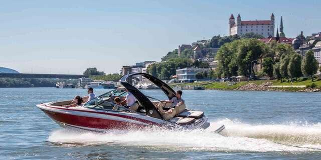 Čarovný pohľad na Bratislavu z paluby motorového člna pre 6 osôb