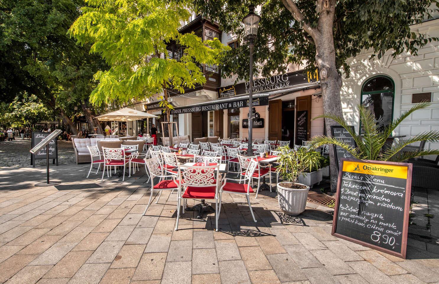 Kačacie stehno s dezertom v Pressburg Prosecco Bar & Restaurant,...