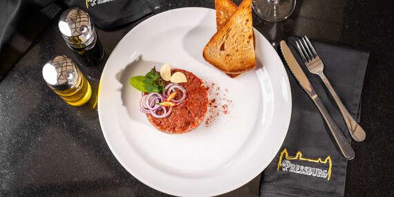 Tatarský biftek s topinkami v Pressburg Prosecco Bar & Restaurant/Bratislava - Staré Mesto