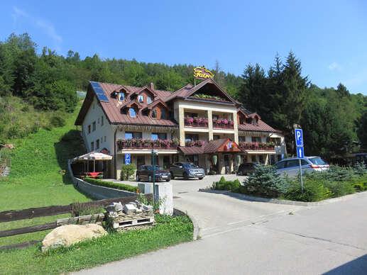 Hotel Fatra s raňajkami v centre Terchovej, jedného z najkrajších miest na Slovensku
