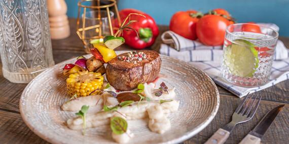 Hovädzí, kurací a lososový steak v útulnej reštaurácii Le Papillon v srdci Bratislavy/Bratislava – Staré Mesto
