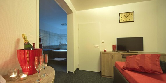 Romantika pro dva na jižní Moravě v hotelu Styria s polopenzí, bazénem a hodinou privátní vířivky/Jihomoravský kraj - Chvalovice