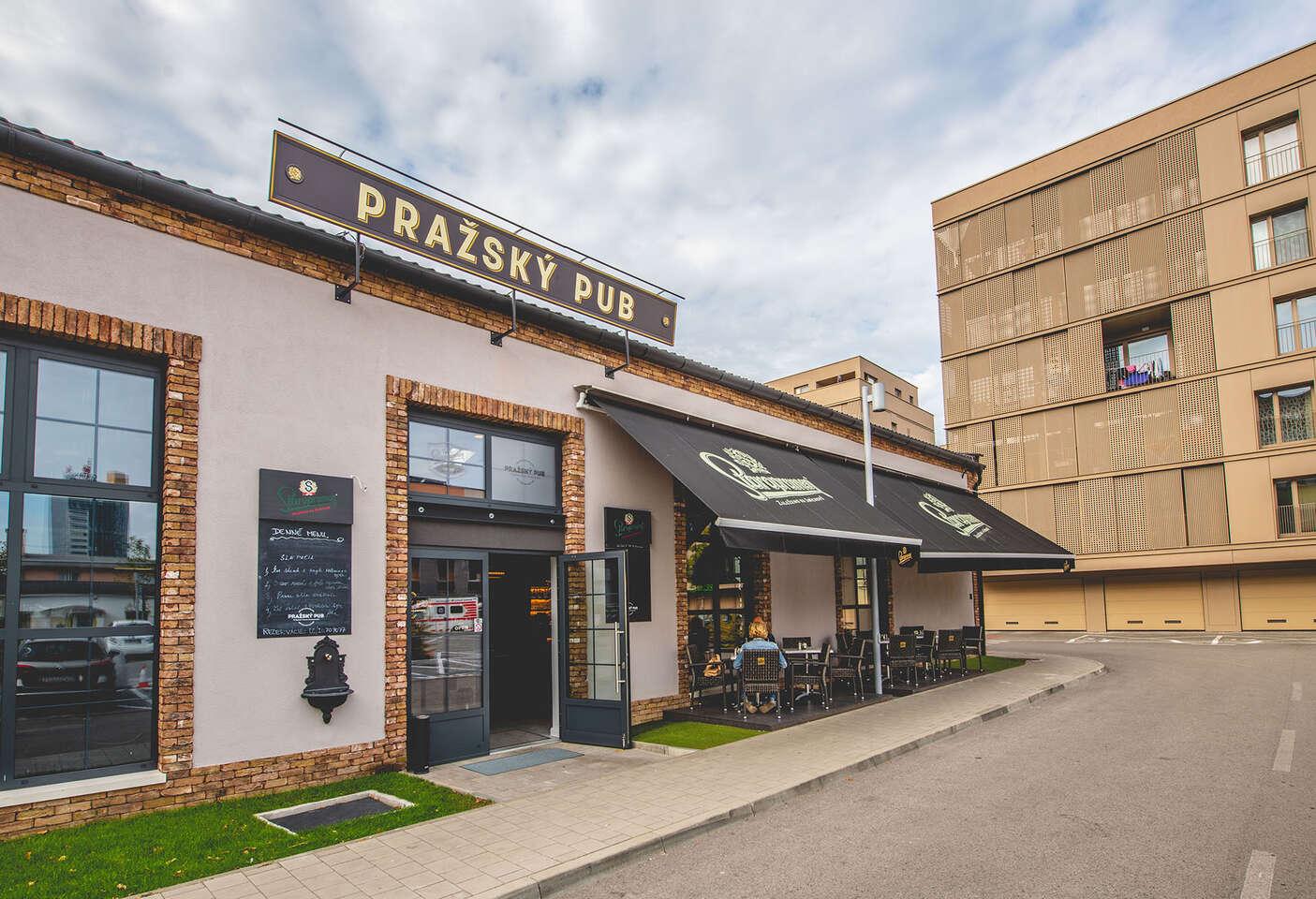 """Pražský burger z trhaného bravčového pečeného mäsa - """"ta..."""