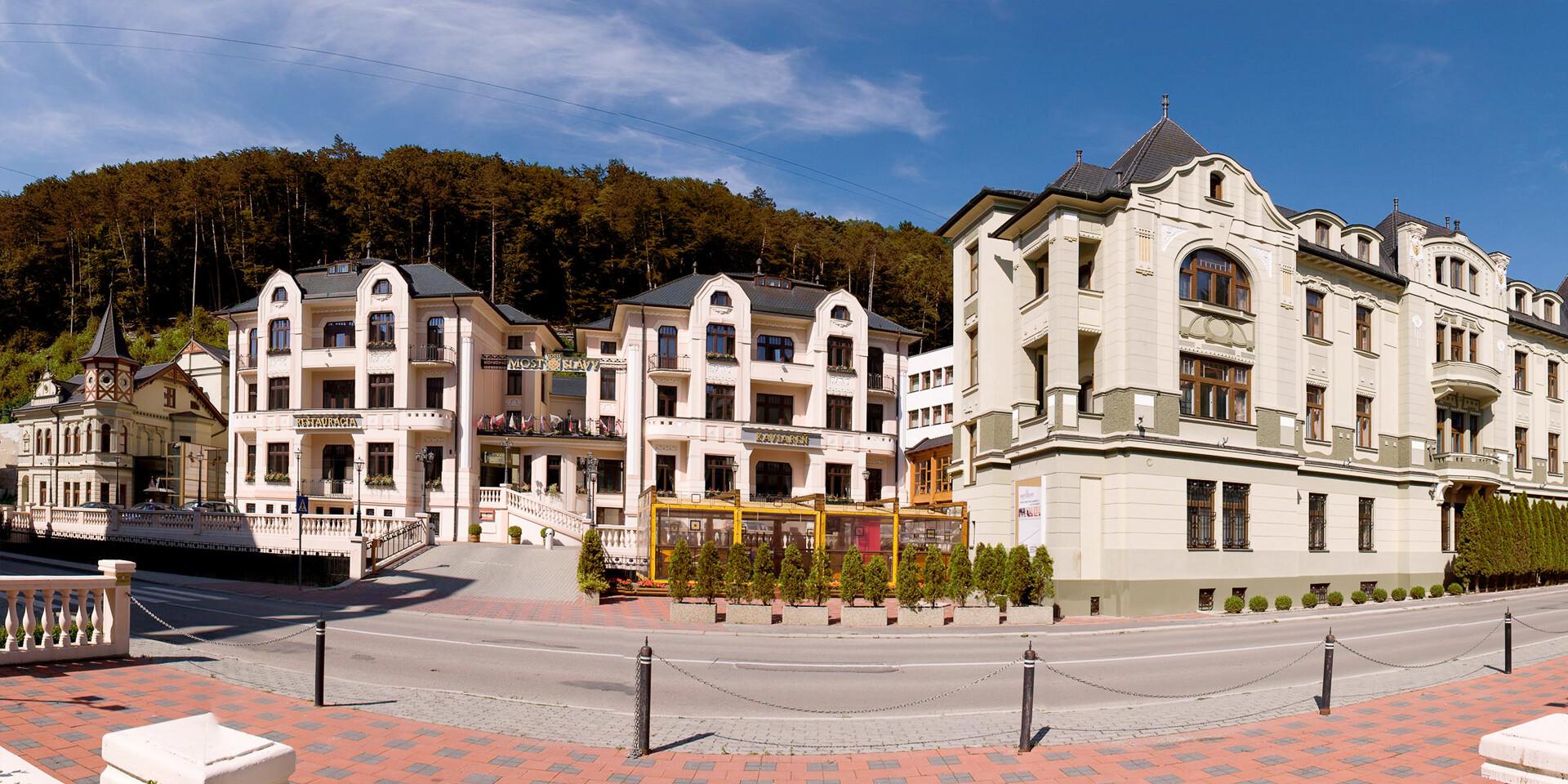 Relaxačný pobyt pre 2 osoby s polpenziou, wellness a masážou v jedinečnom hoteli MOST SLÁVY***